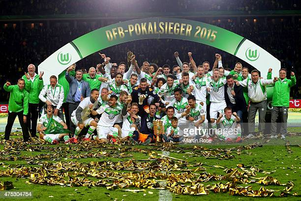 The team of VfL Wolfsburg celebrates victory after the DFB Cup Final match between Borussia Dortmund and VfL Wolfsburg at Olympiastadion on May 30...