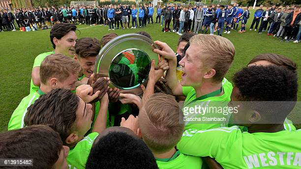 The team of Westfalen celebrates with the trophy after winning the U18 Federal Cup at Sport School Wedau on October 11 2016 in Duisburg Germany