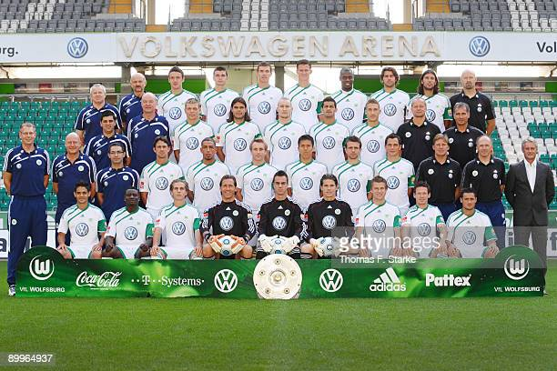 The team of Wolfsburg doctor Guenther Pfeiler doctor Andreas Herbst Christian Gentner Jan Simunek Edin Dzeko Alexander Madlung Grafite Andrea...