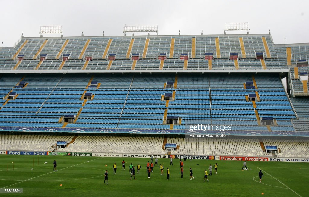 The team warm up during the Chelsea Press Conference and Training session ahead of tomorrow's Champions League Quarter Final 2nd leg match against...