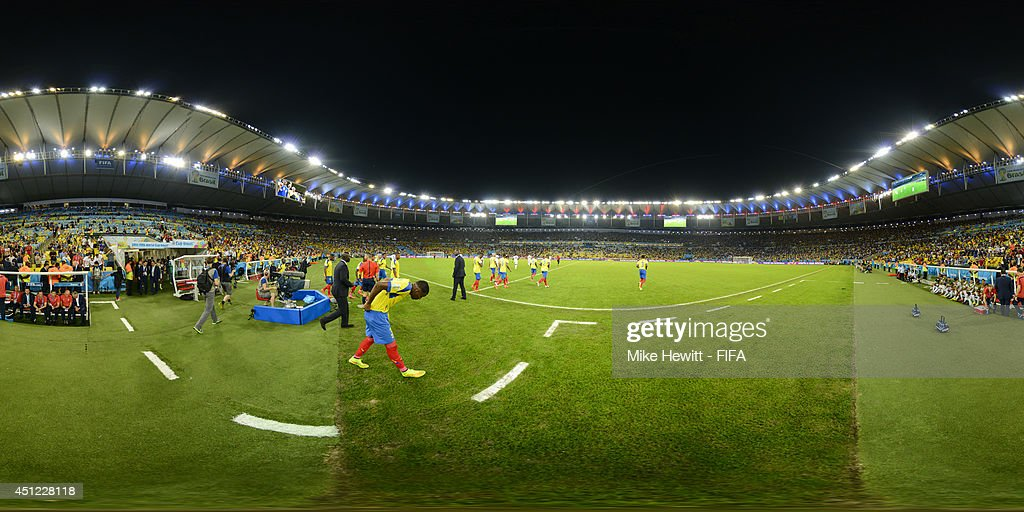 The teams enter the field before the 2014 FIFA World Cup Brazil Group E match between Ecuador v France at Maracana on June 25, 2014 in Rio de Janeiro, Brazil.