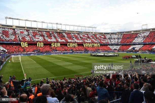The teams line up for the fianl time in Vicente Calderon Stadium prior to the UEFA Champions League Semi Final second leg match between Club Atletico...