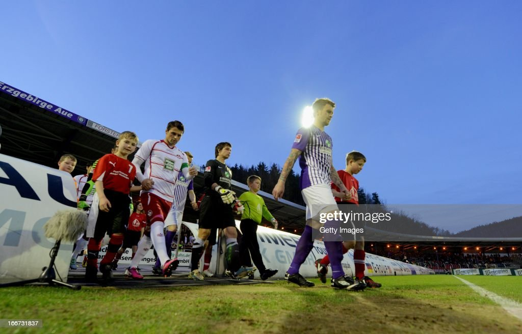 The teams of Aue and Kaiserslautern enter the pitch prior to the Second Bundesliga match between Erzgebirge Aue and 1. FC Kaiserslautern at Erzgebirgs Stadium on April 15, 2013 in Aue, Germany.