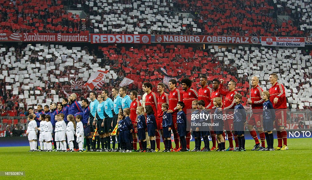 The team's of Bayern Muenchen (R) and of Barcelona (L) line up prior to the UEFA Champions League Semi Final First Leg match between FC Bayern Muenchen and Barcelona at Allianz Arena on April 23, 2013 in Munich, Germany.