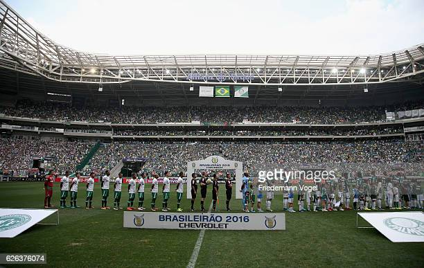 The teams of Palmeiras and Chapecoense line up before the match between Palmeiras and Chapecoense for the Brazilian Series A 2016 at Allianz Parque...