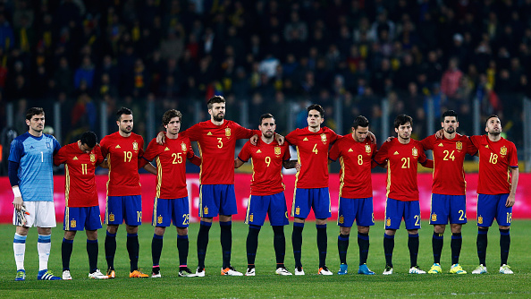 Hilo de la selección de España The-teams-of-spain-and-romania-stop-for-a-minutes-silence-to-remember-picture-id518008050?k=6&m=518008050&s=594x594&w=0&h=Uk8Jpc6DaVMZ2OBTCp2i1zMYPuUmTYdxHAy74wdUbg4=