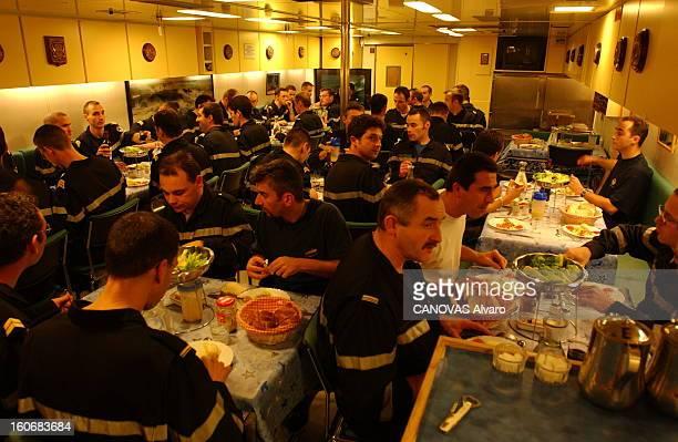 The Temeraire The Nuclear Submarine Launcher Of New Generation Missiles La vie quotidienne à bord du sousmarin 'Le Téméraire' le repas des hommes...
