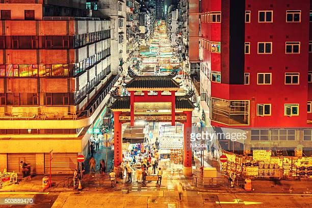 The Temple Street market, Hong Kong por la noche