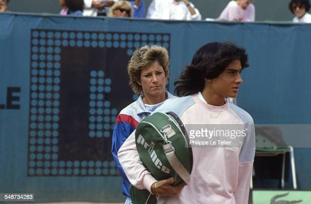 The tennis champions Gabriela Sabatini and Chris Evert during the tournament Roland Garros June 1985
