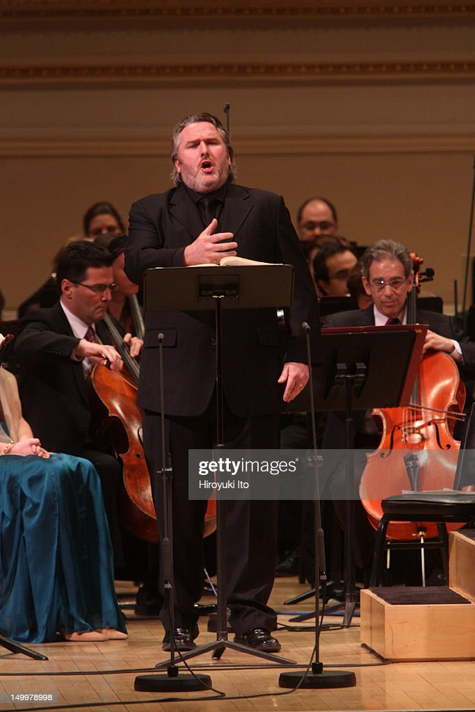 The tenor Simon O'Neill performing in Mahler's 'Das Lied von der Erde' with the Met Orchestra led by James Levine at Carnegie Hall on Sunday...