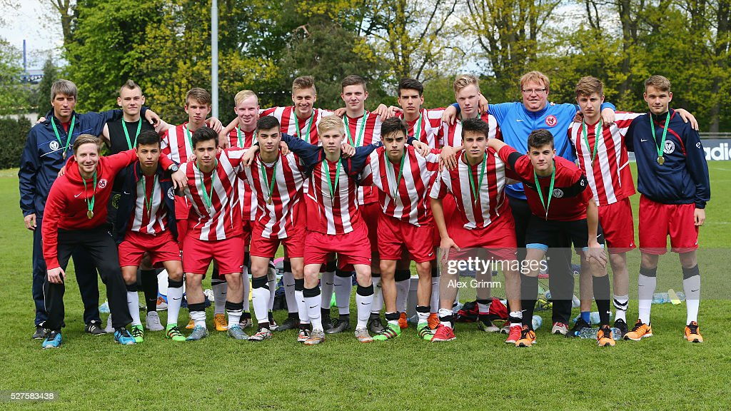 The third placed team of Berlin poses after the U16 Juniors Federal Cup at Sportschule Wedau on May 03, 2016 in Duisburg, North Rhine-Westphalia.