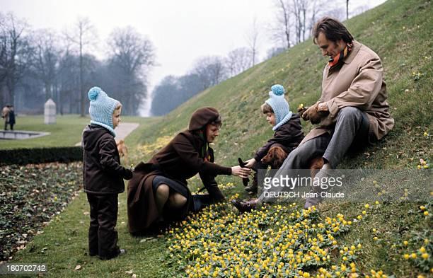 The Three French Princes Of Denmark Au Danemark en mars 1973 dans le parc du château de Fredensbörgen compagnie de deux chiens le prince JOACHIM DE...