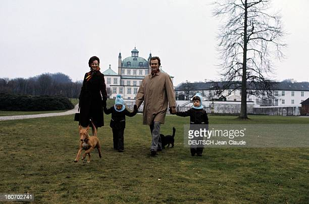 The Three French Princes Of Denmark Au Danemark en mars 1973 en compagnie de deux chiens le prince consort HENRIK DE DANEMARK alias Henri DE...