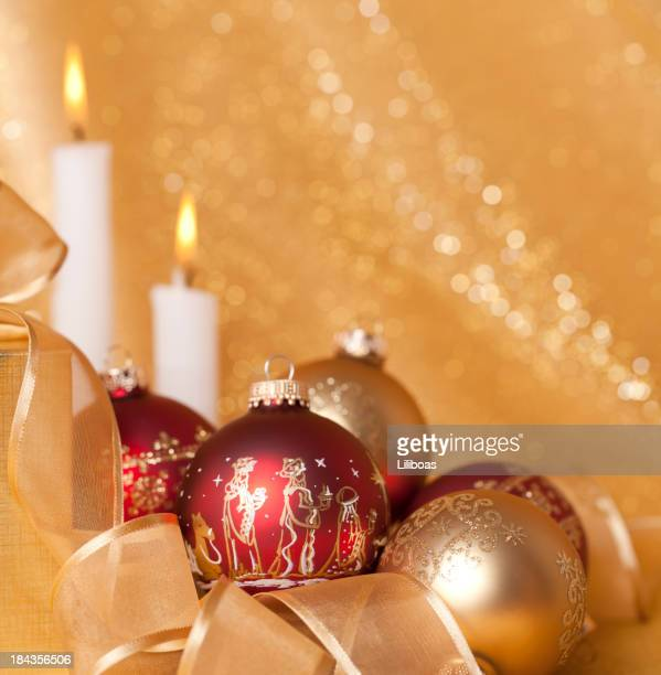 Les trois Rois sur ornements et bougies de Noël