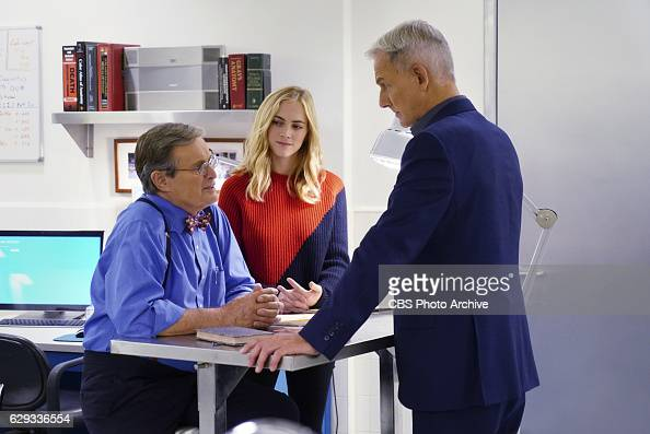'The Tie That Binds' After the NCIS team tracks evidence from the murder of a Navy captain to Ducky's deceased mother Ducky looks back and questions...