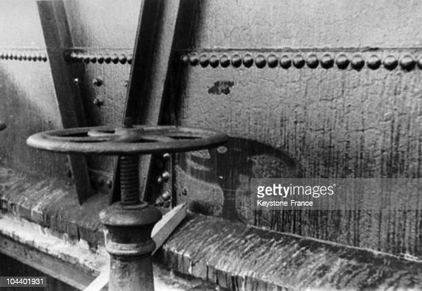 The tremendous heat provoked by the atomic bomb on Hiroshima August 6 1945 cracked the painting of this gas crank which was about 2 kilometers from...