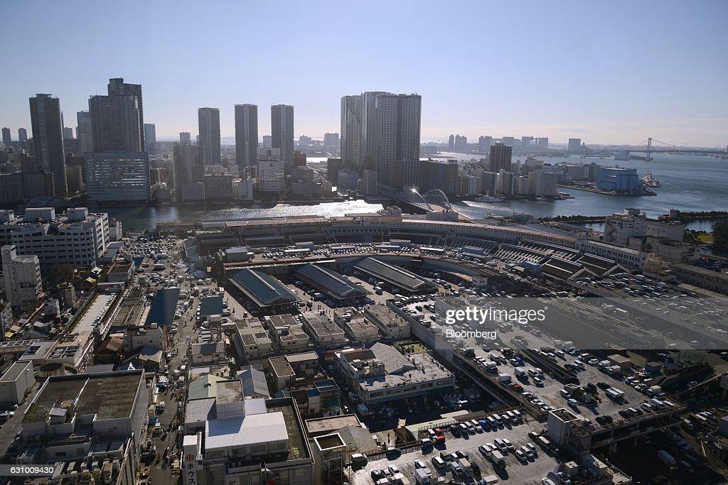 The Tsukiji Market stands in Tokyo, Japan, on Thursday, Jan. 5, 2017. Kiyomura K.K., operator of Sushi Zanmai restaurant, made the winning bid of 74.2 million yen ($636,000) for a 212-kilogram (467-pound) blue-fin tuna at the first auction of the year at Tokyo's iconic Tsukiji fish market. Photographer: Noriko Hayashi/Bloomberg via Getty Images