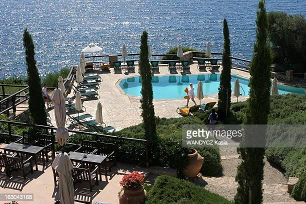 Porto Ercole Secret Paradise Of The Jet Set L'hôtel Il Pellicano de Porto Ercole la piscine d'eau de mer chauffée sur la terrasse dominant la baie