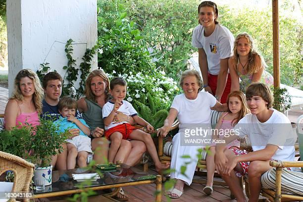 Porto Ercole Secret Paradise Of The Jet Set Porto Ercole lieu de villégiature des grandes familles italiennes la princesse Giovanna BORGHESE entourée...