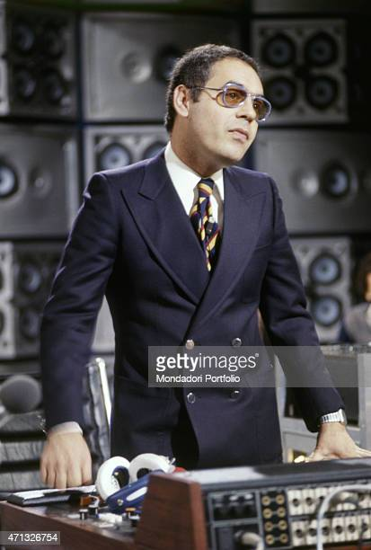 The TV author Gianni Boncompagni standing in the studios of the music TV show Discoring 1978