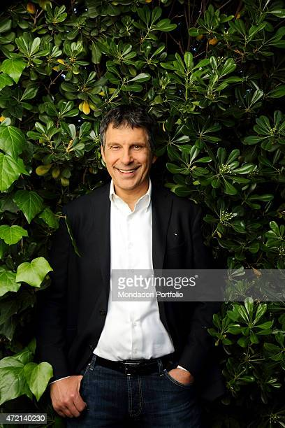 'The TV host Fabrizio Frizzi in a photocall shooted outside the RAI TV studios where he presents the TV quiz L'eredit Rome Italy 16th April 2014 '