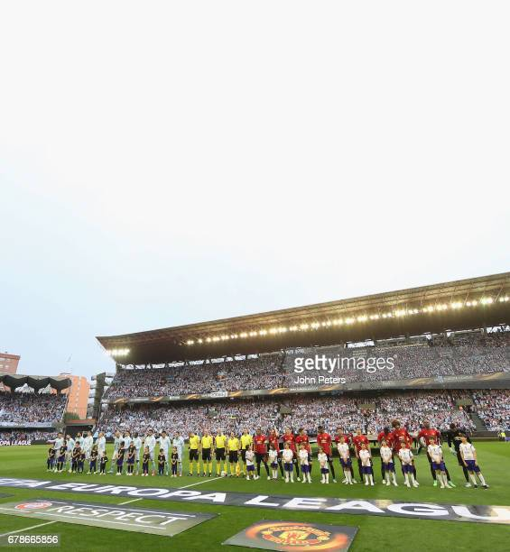 The two teams line up ahead of the UEFA Europa League semifinal first leg match between Celta Vigo and Manchester United at Estadio Balaidos on May 4...