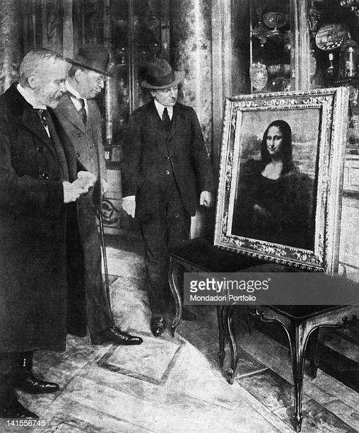 The Uffizi Museum's director Giovanni Poggi the painter Luigi Cavenaghi and the Director of Fine Arts Corrado Ricci examining Leonardo's Mona Lisa...