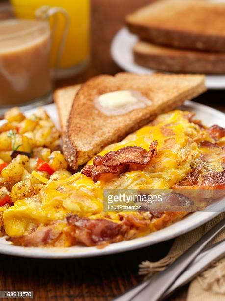 Il massimo pancetta e formaggio Cheddar Omelette