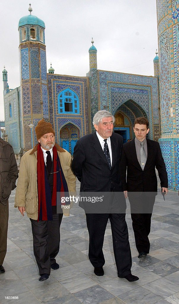 The United Nations High Commissioner for Refugees Ruud Lubbers (C) visits Mazar-e-Sharif's famed Blue Mosque, following his meeting at the Ministry of Foreign Affairs February 28, 2003, in Afghanistan. The meeting, which included numerous factional leaders from northern Afghanistan, unanimously agreed to improve the infrastructure of the region so displaced people can return home.