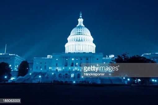 米国議会議事堂、ワシントン DC の夜