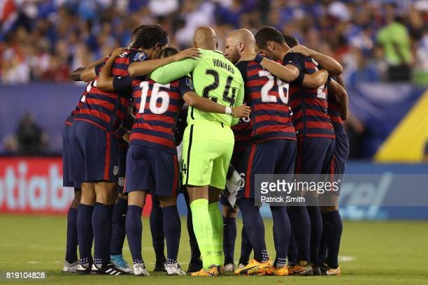 The United States huddles up before playing El Salvador during the 2017 CONCACAF Gold Cup Quarterfinal at Lincoln Financial Field on July 19 2017 in...