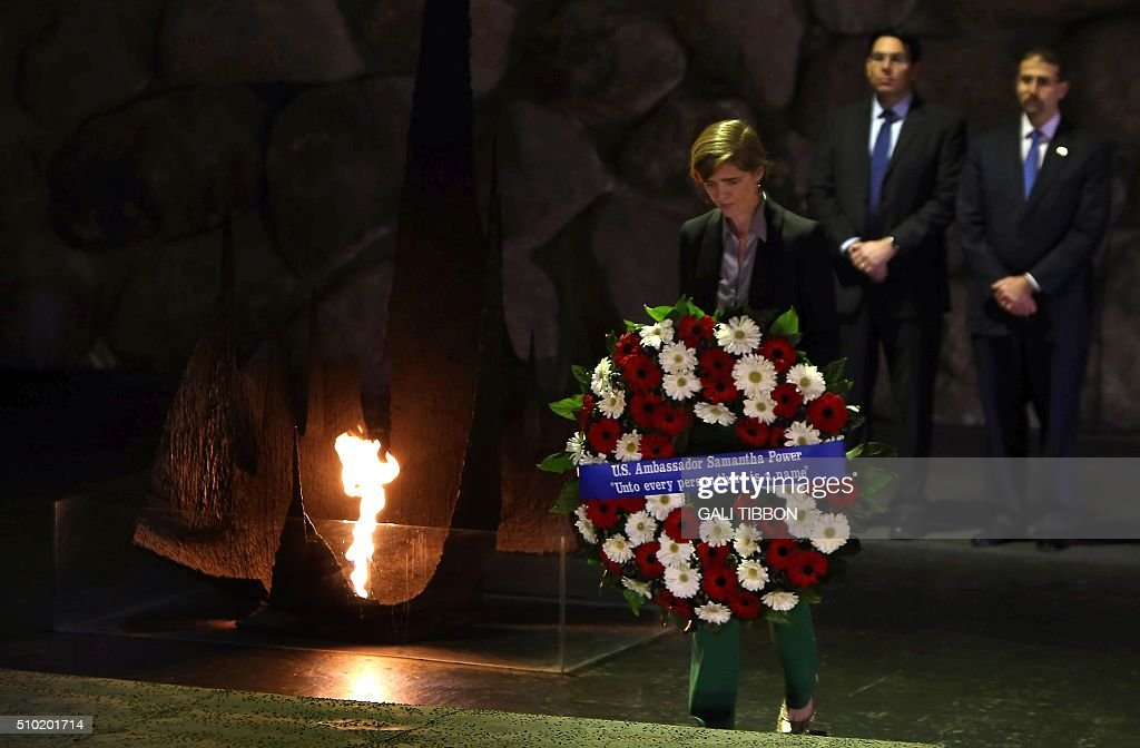 The US Ambassador to the United Nations Samantha Power lays a wreath at the Hall of Remembrance on February 14, 2016 during her visit to the Yad Vashem Holocaust Memorial museum in Jerusalem commemorating the six million Jews killed by the German Nazis and their collaborators during World War II. / AFP / Gali Tibbon