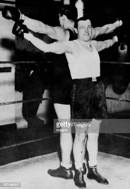 The USaamerican boxer and world heavyweight champion of 19321933 Jack Sharkey and the Italian boxer Primo Carnera compared in size before their world...