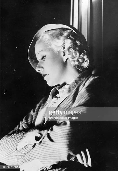 The USamerican actress Jean Harlow 1937 Photograph Die USamerikanische Schauspielerin Jean Harlow 1937 Photographie