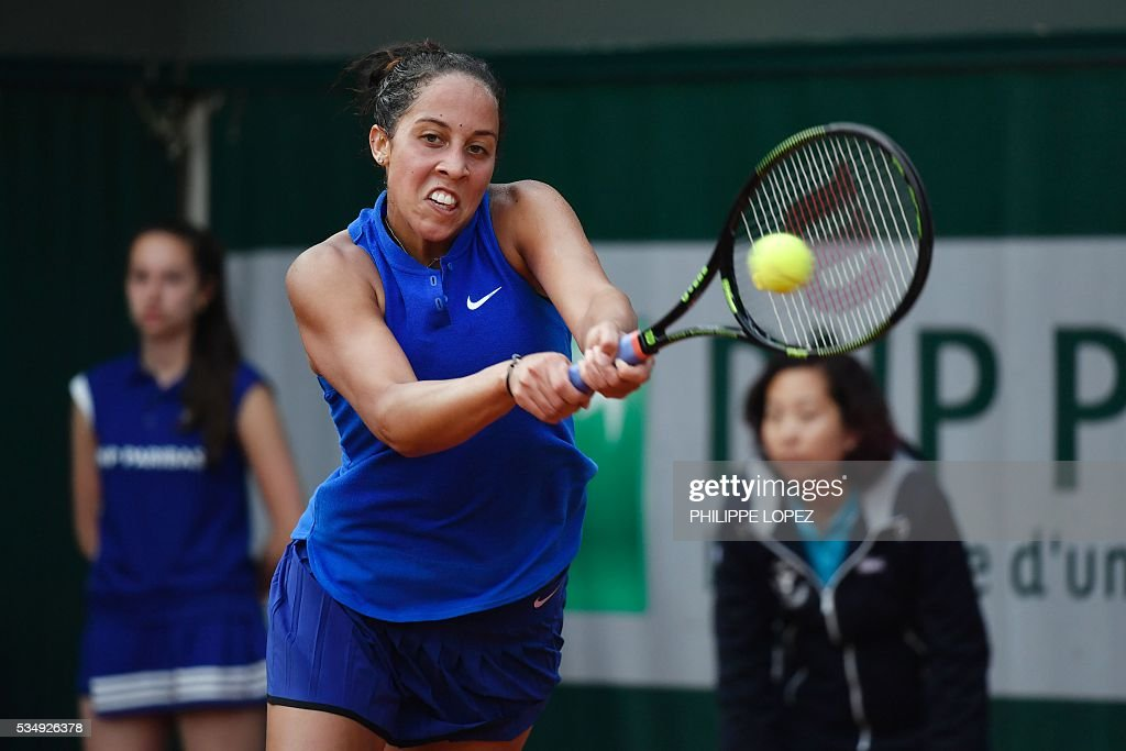 The US's Madison Keys returns the ball to Puerto Rico's Monica Puig during their women's third round match at the Roland Garros 2016 French Tennis Open in Paris on May 28, 2016. / AFP / PHILIPPE