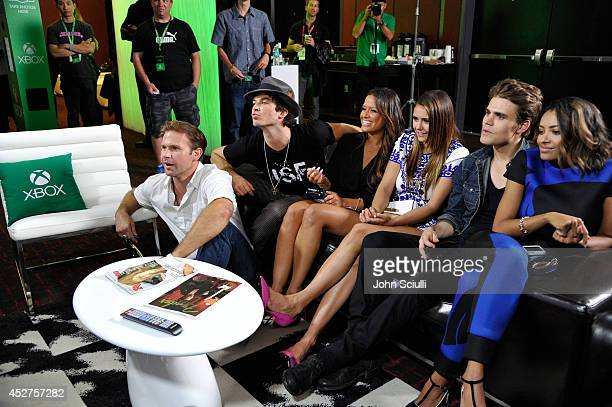 'The Vampire Diaries' actors Matthew Davis Ian Somerhalder TV personality Rocsi actors Nina Dobrev Paul Wesley and Kat Graham chat with fans over...