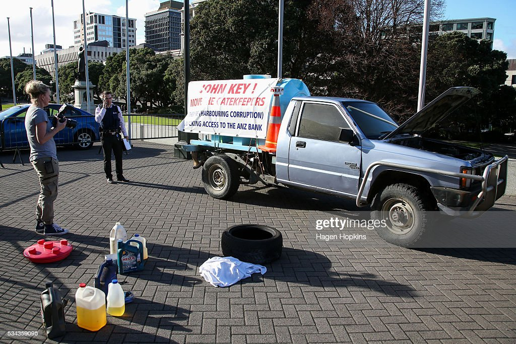 The vehicle at the centre of a security incident sits on the forecourt at Parliament on May 26, 2016 in Wellington, New Zealand. Police have blocked off the Parliamentary forecourt and the front entry point because of a truck stationed outside the Beehive, and have taken a man into custody following the incident on Thursday morning, the day of the national Budget release.