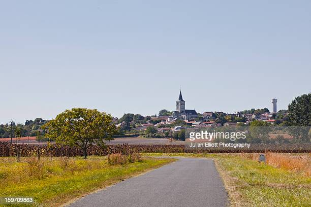 The village of Faye La Vineuse.