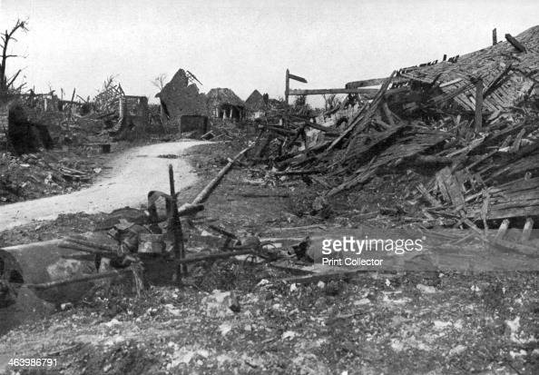 an analysis of the battle of the somme during the first world war The first day of the battle, july 1, produced a frenzy of bloodletting unaware that its artillery had failed to obliterate the german dugouts, the british army rushed to slaughter.