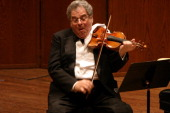 The violinist Itzhak Perlman performing at Avery Fisher Hall on Wednesday night May 4 2005 Rohan de Silva accompanies him on pianoThis imageItzhak...