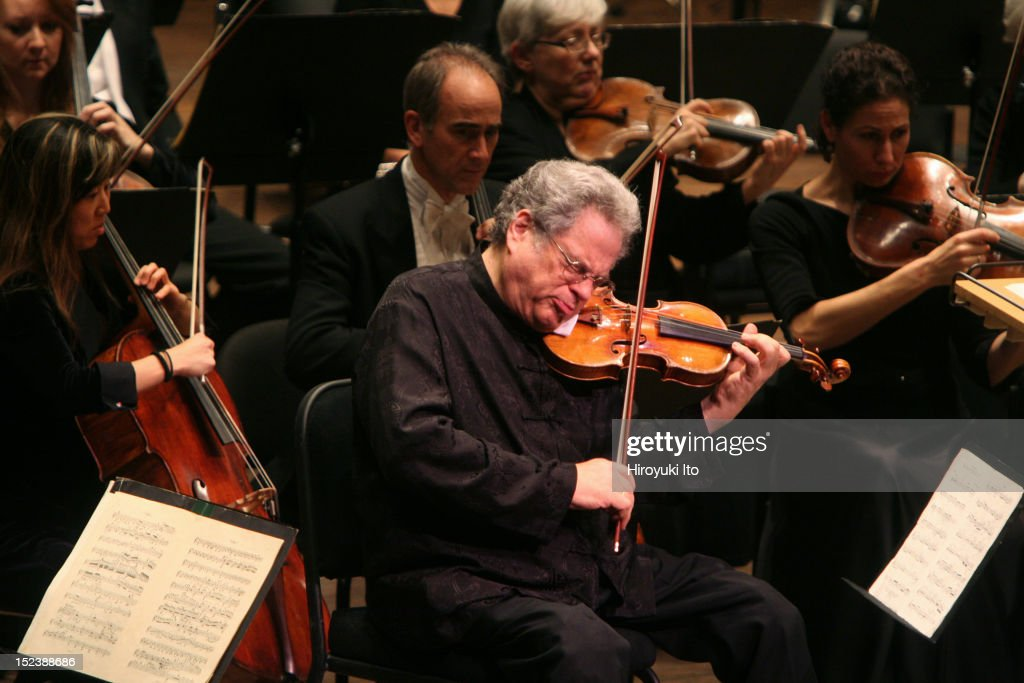 The violinist Itzhak Perlman performing with the New York Philharmonic conducted by Daniel Boico in 'A Concert to End Polio' at Avery Fisher Hall on...
