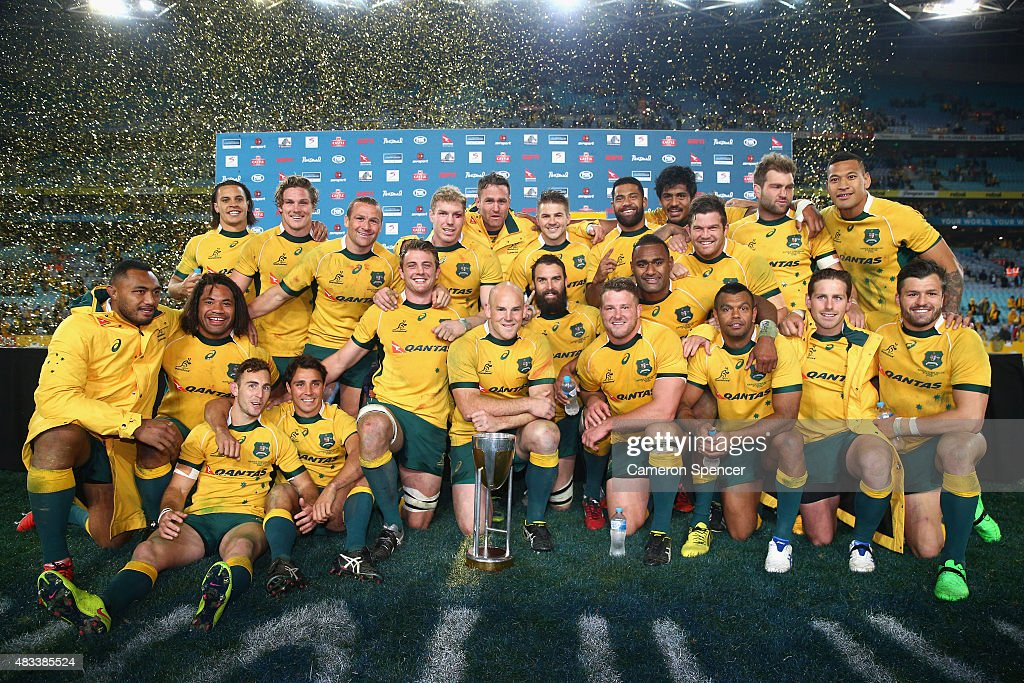 The Wallabies celebrate winning the Rugby Championship match between the Australia Wallabies and the New Zealand All Blacks at ANZ Stadium on August 8, 2015 in Sydney, Australia.
