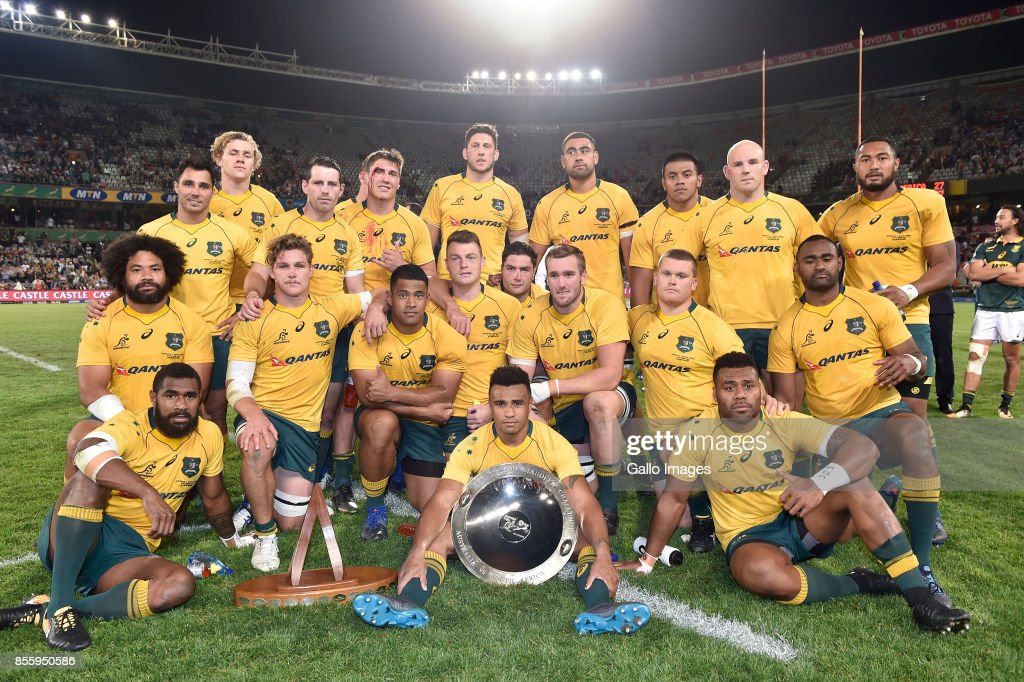 The Wallabies pose with the Nelson Mandela Challenge Plate during the Rugby Championship 2017 match between South Africa and Australia at Toyota Stadium on September 30, 2017 in Bloemfontein, South Africa.