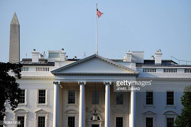 The Washington Monument is seen behind White House on July 31 2011 in Washington DC US President Barack Obama and top lawmakers raced against the...