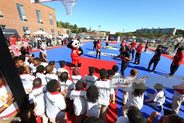 The Washington Mystics participates in a clinic at Hendley Elementary school during a court dedication and WNBA Fit Clinic on October 17 2017 at...