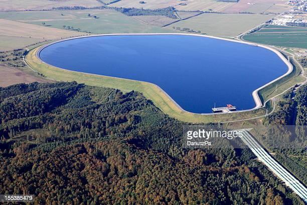Le réservoir d'eau en Zarnowiec Centrale hydroélectrique