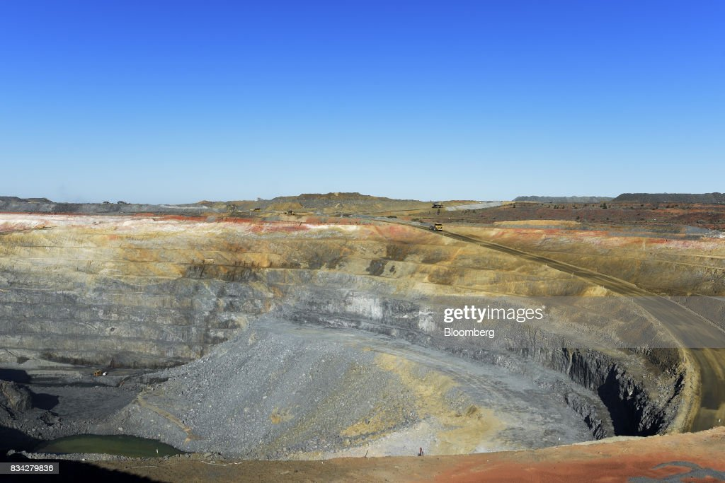 The White Foil open mine pit sits at Evolution Mining Ltd.'s gold operations in Mungari, Australia, on Tuesday, Aug. 8, 2017. Evolution Mining is Australias second-largest gold producer. Photographer: Carla Gottgens/Bloomberg via Getty Images