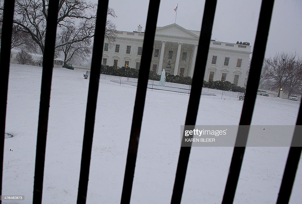The White House is seen during a snow strom March 3, 2014 in Washington, DC. Snow began falling in the nation's capital early Monday, and officials warned people to stay off treacherous, icy roads a scene that has become familiar to residents in the Midwest, East and even Deep South this year. Schools were canceled, bus service was halted in places and federal government workers in the DC area were told to stay home Monday. AFP PHOTO / Karen BLEIER