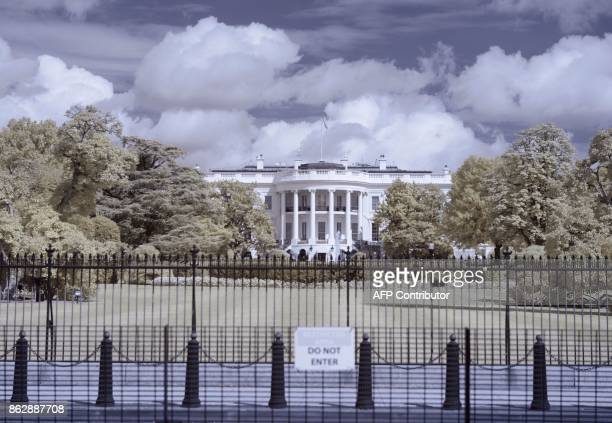 The White House is seen in Washington DC on August 13 2017 / AFP PHOTO / Andrew CABALLEROREYNOLDS