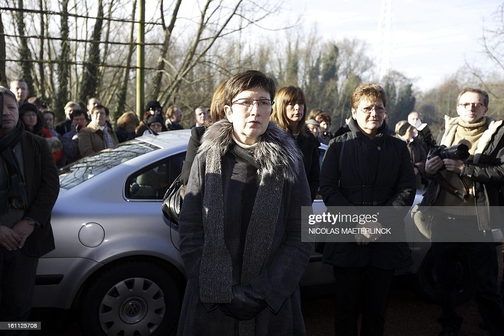 The widow of Belgian painter Roger Raveel, Marleen De Meur, arrives to attends the funeral ceremony of her husband, on February 9, 2013 in Machelen-aan-de-Leie. Roger Raveel died on January 30 at the age of 91. MAETERLINCK